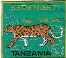 CHASSE / RESERVE / PANTHERE / TRES BEL ECUSSON / TANZANIE / SERENGETI - Ecussons Tissu