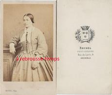 CDV Second Empire - Femme Avec Jolie Robe à La Mode Du Temps-par Brunel Rue Du Lycée à Grenoble-bel état - Photos