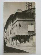 REGNY (42/Loire) - Maison Dans Le Vieux Quartier , Femme Dans L'angle Inférieur Gauche De La Carte - France