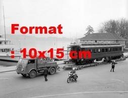 Reproduction Photographie Ancienne D'un Camion Et Remorque Avec Le Premier Wagon-restaurant Chemin De Fer Suisse Lucerne - Reproductions