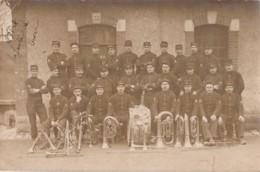 58) COSNE Le 19/10/1913 - CARTE PHOTO - MILITAIRES DU 85° REGIMENT - LA CLIQUE - MUSIQUE - MILITARIA  - (3 SCANS) - Cosne Cours Sur Loire