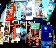 JAPON TOURISME EXOTISME  17 PLAQUETTES DE VOYAGE AU JAPON NOMBREUX DOCUMENTS PHOTOS DESSINS CARTES ET PLANS - Andere Sammlungen