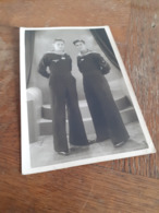 ZWEI SCHMUCKE MATROSEN IN UNIFORM IN POSE - DEUTSCHE MARINE - SCHIFFFAHRT - LEIDEN - DEN HAAG - 1943 - NAME - Guerre, Militaire