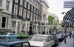 80s MGB GT TRIUMPH HERALD McCORMACK S HOTEL LONDON UK ENGLAND AMATEUR 35mm ORIGINAL NEGATIVE Not PHOTO No FOTO - Fotografia