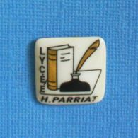 1 PIN'S //  ** LYCÉE H. PARRIAT // . Céramique ** - Administración