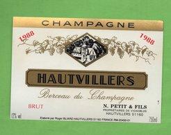 Etiquette Du Champagne   N;Petit & F - Champagne