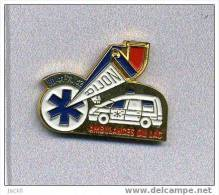 Pin's  Médical,  Ambulances  Du  LAC  à  DIJON  (21) Avec Une Automobile Véhicule CITROËN - Citroën