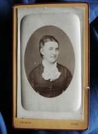 Photo CDV Faucher à Tulle  Portrait Femme  Noeud Autour Du Cou CA 1880-85 - L498L - Photos