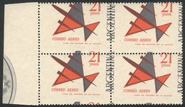 ARGENTINA: GJ.1256, 1963 21P. Stylized Airplane, Block Of 4 With DRAMATICALLY SHIFTED PERFORATION, The Left Stamps Virtu - Poste Aérienne
