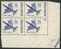 ARGENTINA: GJ.1434, 1967 78P. Stylized Airplane, Corner Block Of 4 Stamps, With VARIETY: The Corner Stamp Is Partially U - Poste Aérienne