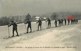 Photo: Repro: Baccarat: L'Hiver, Groupe De Skieurs De Chasseurs à Pied, Photo D'une Ancienne Carte Postale, 2 Scans - Sports