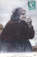 29 - Finistere -  CARANTEC -  CARENTEC - Vieille Femme Fumant Sa Pipe - Carantec