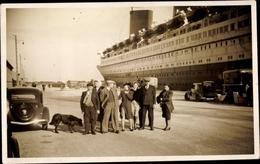 Photo Cp Personen Vor Einem Dampfschiff Im Hafen - Bateaux