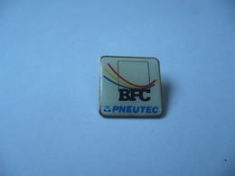 PIN'S PINS BFC PNEUTEC  THÈME PNEUS - Badges