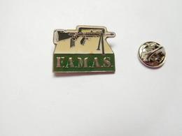 Beau Pin's , Armée Militaire , Fusil Mitrailleur Famas - Army
