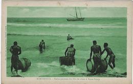 Martinique Embarquement Des Futs De Rhum A Basse--pointe - Martinique