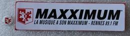 Autocollant Sticker Radio MAXXIMUM Rennes 89.1 FM + Pin's . Radio Dance Des Années 90 - Autocollants