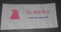ANCIEN  SERVIETTE   BIERE EL  AGUILA  DE SPAIN - Werbeservietten