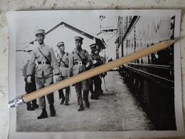 CHINE SOLDATS  LES PERSONNALITES RUSSES TRAIN MANDCHOURIE    VERS 1930  Photo Originale Photographe MEURISSE 18 X 13CM - Lieux