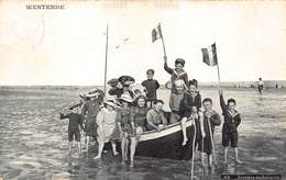 West -Vlaanderen Westende   Ah Joyeuse Embarquée   Kinderen In Roeilboot Met Belgische Vlag      M 2744 - Westende