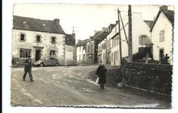 LANDELEAU - La Place - Années 50 - Autres Communes