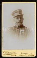 Photo / CDV / Militair / Soldier / Soldat / Kongo / Congo / Photo R. De Man / Bruxelles / Medailles / 2 Scans - Guerre, Militaire