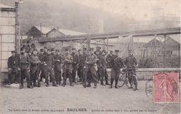 Saulnes La Grève Dans Le Bassin Minier De Longwy Entrée De L'usine Raty Et Cie Gardée Par La Troupe, Rare - Otros Municipios
