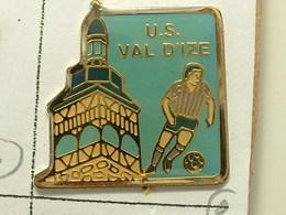 PIN'S  FOOTBALL - U.S VAL D'IZE - ILLE ET VILAINE - BRETAGNE - Voetbal