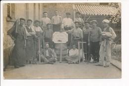 Carte Photo Union Des Travailleurs Du Tour De France. 1906 ( Compagnon Compagonnage ) Métier Du Bois Menuisier Charron - Craft
