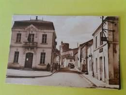 CPA 17 THAIRE D'AUNIS  LA MAIRIE ET L'EGLISE FORTIFIEE - Autres Communes