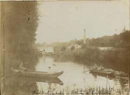 170520 - PHOTO ANCIENNE -  77 TRILBARDOU Bras D'alimentation De L'usine - Barque - Frankreich