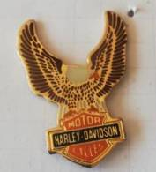 Pin's - HARLEY-DAVIDSON  Motor Cycles - Ailes Dorées Et Tête De Mort - Motos