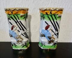 2 ANCIENS PETITS VASES MURAUX DECOR OISEAUX - Ceramics & Pottery