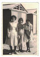 IC104   Photo, Femmes à La Mer, Donne Al Mare, Women At The Sea, - Persone Anonimi