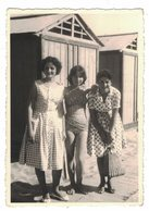 IC104   Photo, Femmes à La Mer, Donne Al Mare, Women At The Sea, - Anonieme Personen