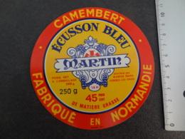 Etiquette De Camembert Ecusson Bleu Martin à Forges Les Eaux - Cheese