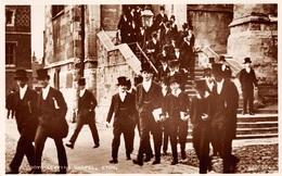 UK►ETON►BERKSHIRE►BOYS LEAVING CHAPEL►ETON COLLEGE►VALENTINE & SONS LTD. DUNDEE AND LONDON►N°223058►REAL PHOTOGRAPH - Inghilterra