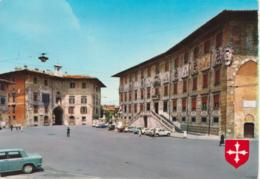 PISA - PIAZZA DEI CAVALIERI - SCUOLA NORMALE SUPERIORE - ANIMATA - AUTO D'EPOCA CARS VOITURES : RENAULT 4  LANCIA FULVIA - Pisa