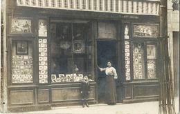 DEVANTURE D'un MAGASIN De PHOTOGRAPHE - Femme Avec Garçonnet Posant Devant - A Localiser - R/V - Geschäfte