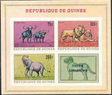 GUINEA (1968) Buffles. Lion Et Lionne. Eléphant. Bloc Feuillet Non Dentelé, Faune Africaine. Yvert No BF 23, Scott 517a. - República De Guinea (1958-...)