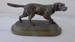 Petit Bronze D'un Chien ,signé Pierre Jules Mêne . Poids 715Gr ; L 15cm , H 8.5cm - Bronzes