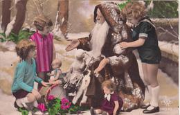 Père Noël Avec Des Enfants Et Des Jouets ( Tambour,Poupées..) - Autres
