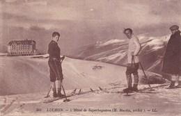 31. LUCHON. SUPERBAGNERES. CPA. SPORTS D'HIVER. SKIEURS DEVANT L'HOTEL . ANNÉE 1931 + TEXTE - Superbagneres