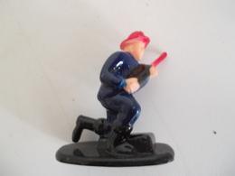 FIGURINE DE POMPIER EN PLASTIQUE - Figurini & Soldatini