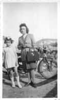 PHOTO ORIGINALE MOTOCYCLETTE AVEC FEMME ET FILLETTE - Non Classés