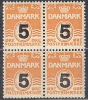 DÄNEMARK  353, 4erBlock, Postfrisch **, Freimarke: Wellenlinien Mit Aufdruck 1955 - Dänemark