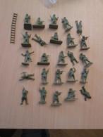 BACPLASTCAV / Lot De Figurines 1/72e Plastique Souple AIRFIX , PARAS ANGLAIS 26 Pièces Exactement Ce Qu'il Y A En Photo - Militares