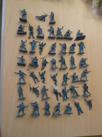 BACPLASTCAV / Lot De Figurines 1/72e Plastique Souple AIRFIX , WEHRMACHT 45 Pièces Exactement Ce Qu'il Y A En Photo - Militares