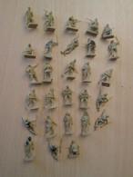 BACPLASTCAV / Lot De Figurines 1/72e Plastique Souple AIRFIX , JAPONAIS 39-45 28 Pièces Exactement Ce Qu'il Y A En Photo - Militares