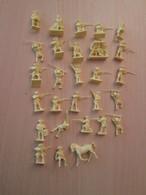 BACPLASTCAV Lot De Figurines 1/72e Plastique Souple AIRFIX , AMERICAINS 1776 28 Pièces Exactement Ce Qu'il Y A En Photo - Militares